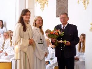 St. Emmeram, Vogtareuth: Dank der Ministranten an das Mesnerehepaar Seehuber, © Hubert Sewald