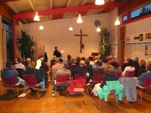 Reden über Gott und die Welt: Christian Schmidberger (OFM) beim Vortrag am 8. Mai 2014 (Bild: © Florian Eichberger)