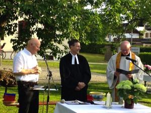 Ökumenischer Gottesdienst im Pfarrgarten Vogtareuth, 7. Juni 2014 (Bild: ©Hubert Sewald)