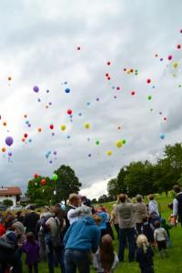 40 Jahre Kindergarten Mariä Himmelfahrt Prutting: Luftballonstart