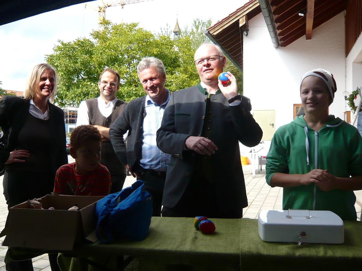 Pfarrfest Vogtareuth 2015: Bürgermeister Rudolf Leitmannstetter und Guido Seidenberger beim Prominentenduell