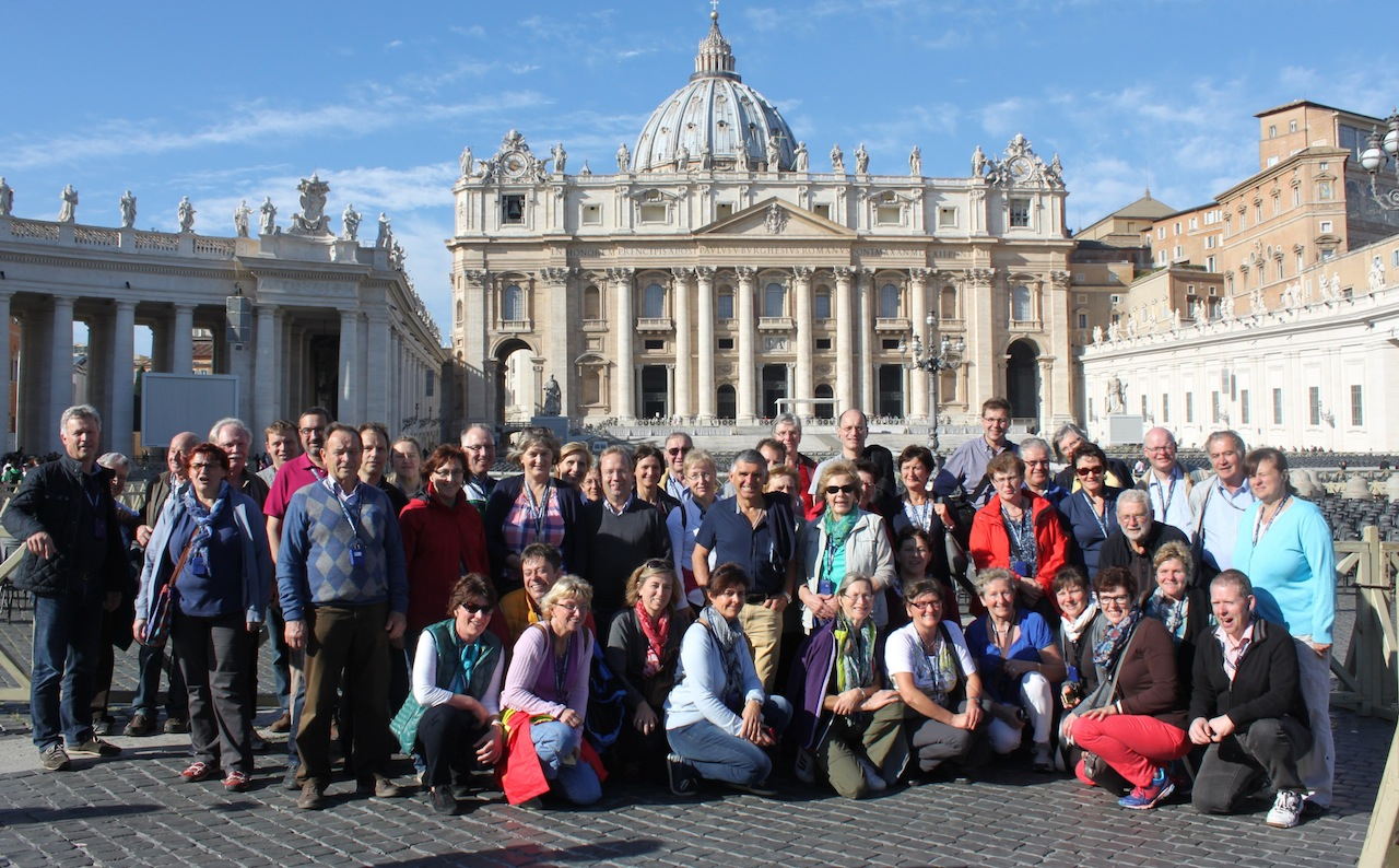 Gruppenfoto vor der Basilica Papale di San Pietro in Vaticano