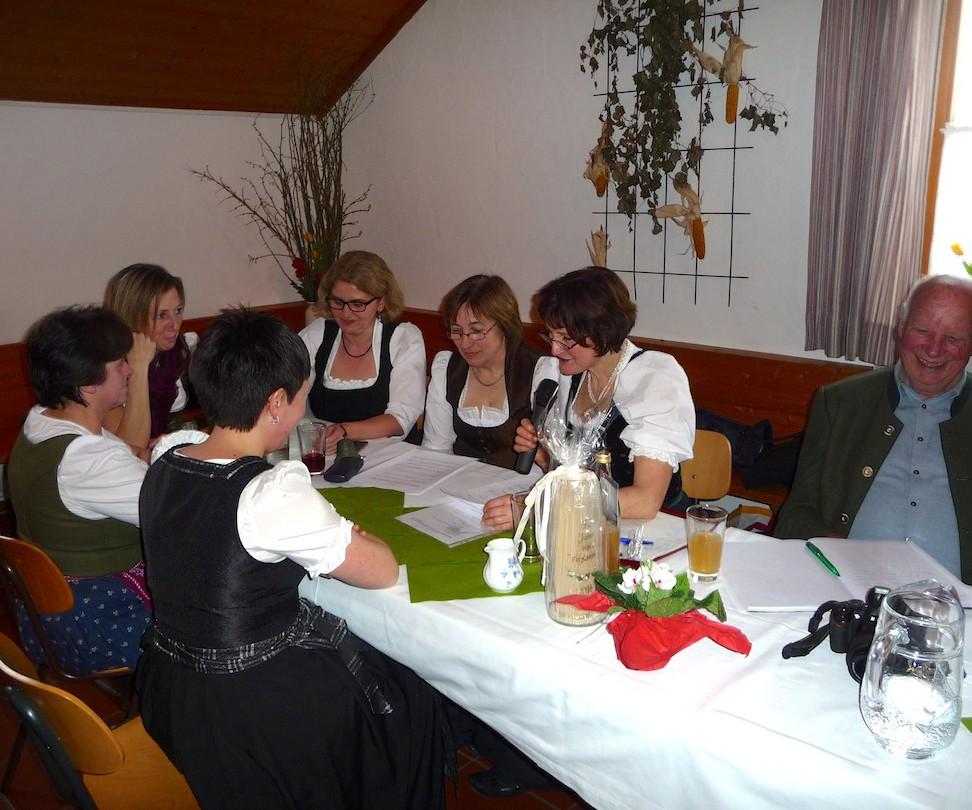 90 Jahre Frauengemeinschaft Vogtareuth: Kaffee-Sketch