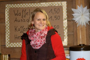 Gulasch- und Süßtheke der bäuerlichen Stadlweihnacht