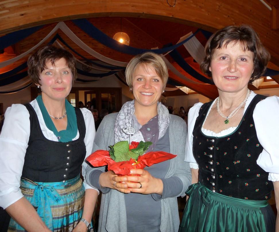 90 Jahre Frauengemeinschaft Vogtareuth: Blumendank für Theresia Sontheimer