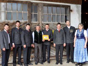 Abschluss der Außenrenovierung von St. Georg, Straßkirchen: Spende der Schützen