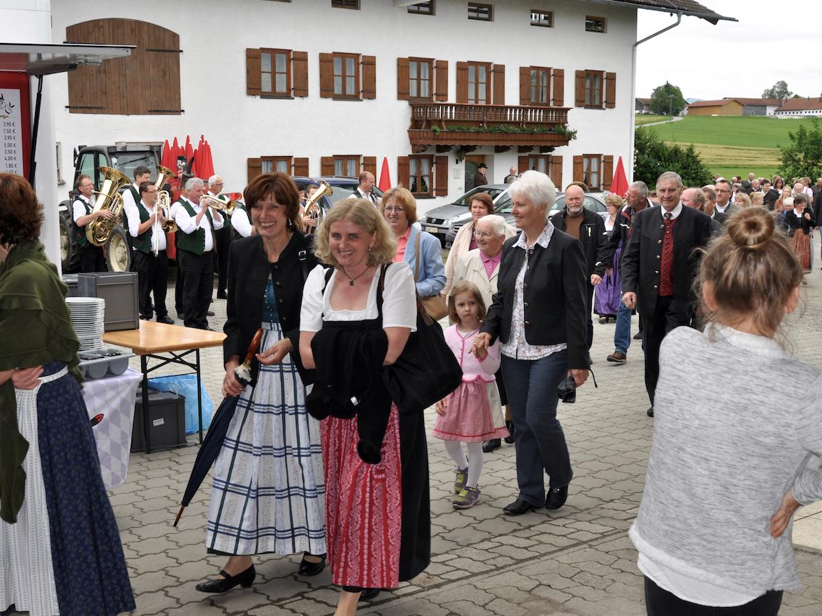 Abschluss der Außenrenovierung von St. Georg, Straßkirchen: Frauengemeinschaft Vogtareuth