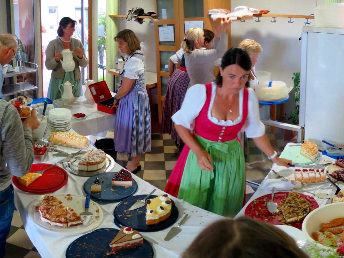 Pfarrfest Schwabering: Kuchenbüfett