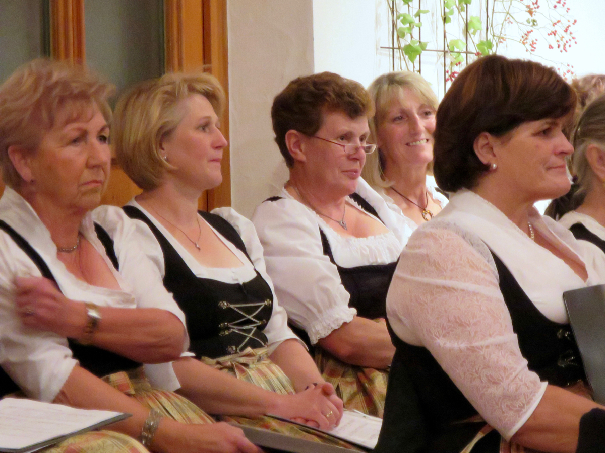 Hoagascht Vogtareuth 2016: Frauenchor in Wartestellung