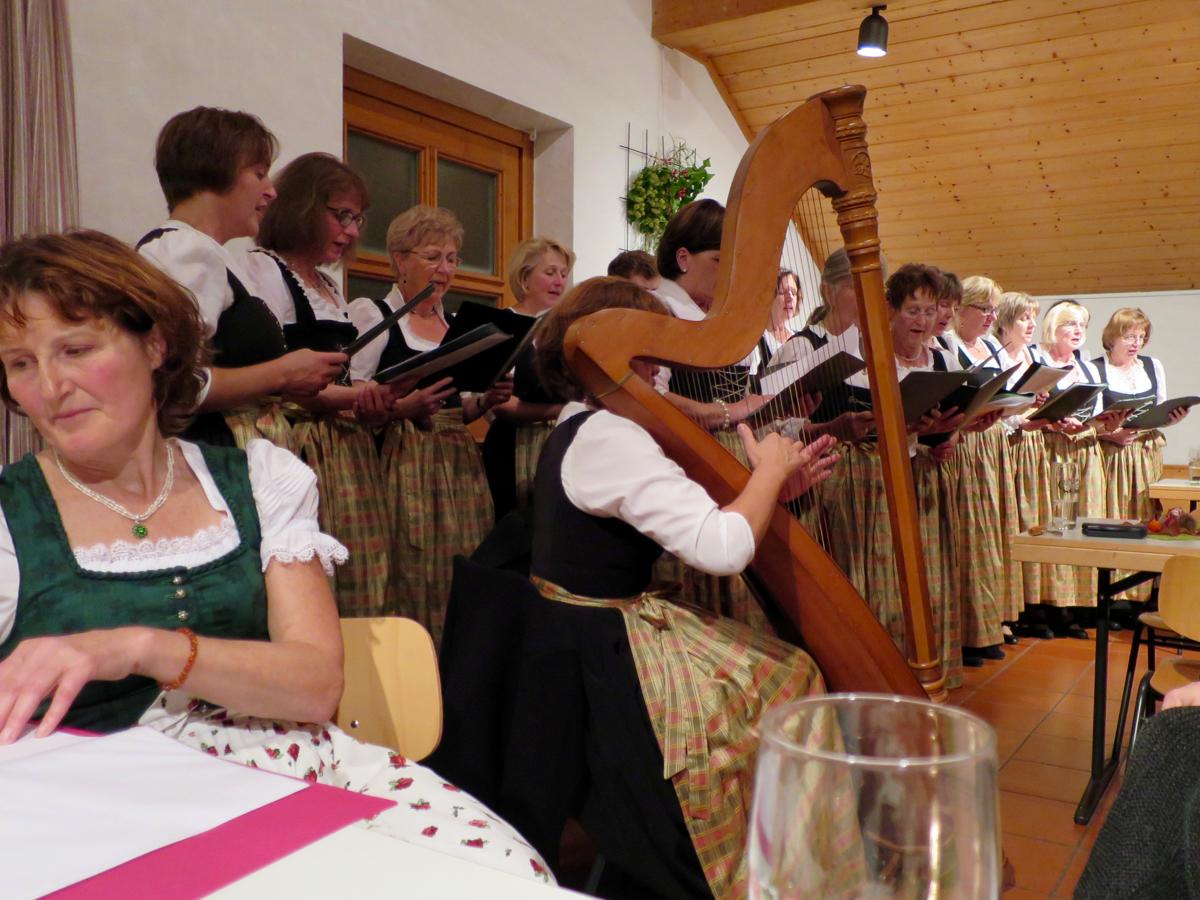 Hoagascht Vogtareuth 2016: Frauenchor und Christa Görgmayr