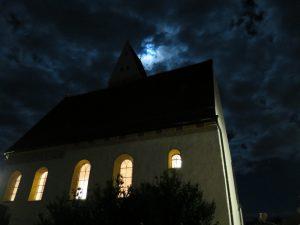 St. Georg knapp vor Vollmond