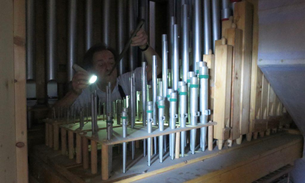 Sepp Rumberger in der Orgel Vogtareuth
